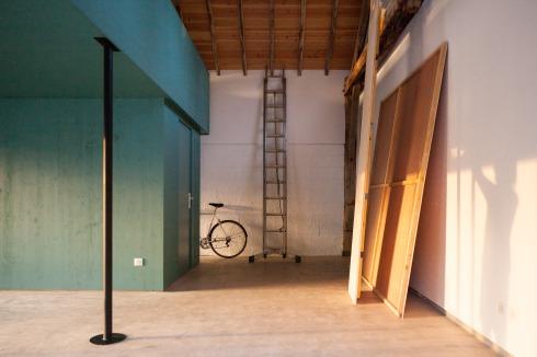 bauwelt umbau einer scheune in rueyres. Black Bedroom Furniture Sets. Home Design Ideas